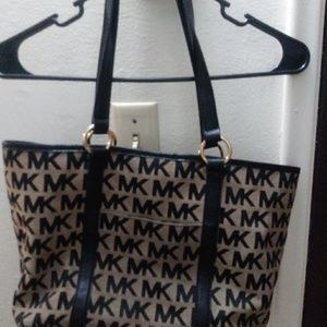 Micheal kors tote M